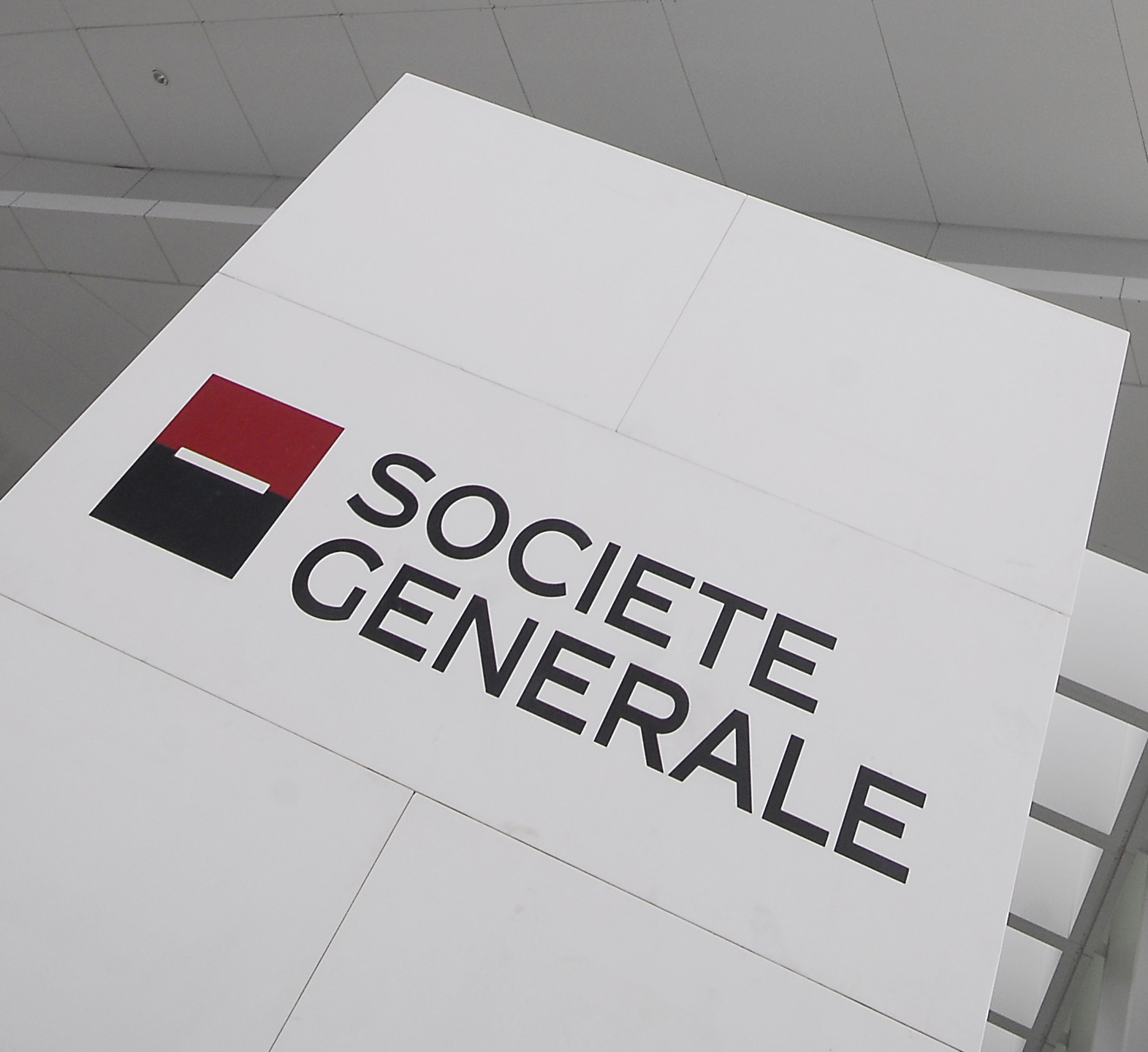 societe generale kerviels trade Rogue trader jerome kerviel almost ruined societe generale - now he has won a payout after getting fired the panel ordered societe generale to pay kerviel roughly €450,000 ($685,000) by a panel of employers and trade union representatives.