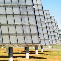 Poursuit sa hausse, porté par son développement photovoltaïque