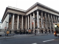 CAC 40 : La Bourse de Paris termine sur une note positive après une semaine tumultueuse