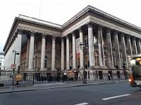 CAC 40 : La Bourse de Paris a accentué son repli sur fond de tensions commerciales et de résultats mitigés