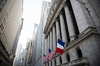 Le drapeau français flottait hier sur le New York Stock Exchange hier