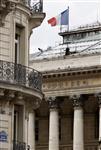 La bourse de paris débute en baisse, avec les valeurs bancaires