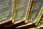 L'or bat un nouveau record, le prix du baril de pétrole chute