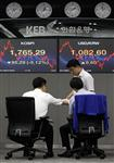 Nouvelle chute des bourses, l'or à un nouveau record