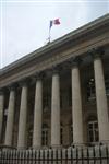 Paris et les bourses européennes en repli à la mi-séance