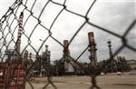 Petroplus met 3 raffineries à l'arrêt, discute avec les banques
