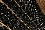 Le champagne résiste à la crise mais aborde 2012 avec prudence