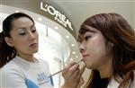 L'oréal confiant pour 2012 malgré une conjoncture incertaine