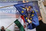 Europe : la commission va proposer un gel de fonds pour la hongrie