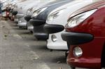 La baisse des commandes de voitures neuves a ralenti en mars