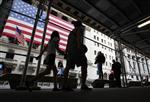Wall street : wall street ouvre en hausse, le s&p à un plus haut de quatre ans