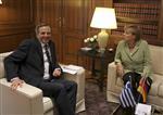 Samaras assure à merkel que son pays veut rester dans l'euro