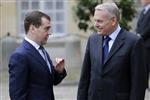 Medvedev plaide à Paris pour la stabilité de la zone euro