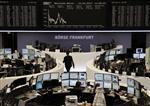 Les Bourses européennes accentuent leurs pertes à mi-séance