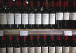 L'Australien Treasury Wine étudie une offre améliorée de KKR