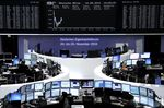 Europe : Les Bourses européennes en ordre dispersé à la mi-journée