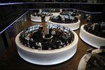 Europe : Les marchés européens effacent leurs modestes gains à mi-séance