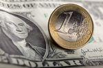 L'euro à un plus bas de neuf ans face au dollar