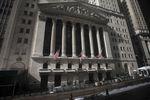 Wall Street : Wall Street ouvre en léger recul en attendant l'automobile