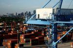 Marché : Le déficit commercial américain se réduit nettement en avril