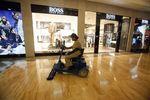Marché : Hugo Boss coupe dans ses ouvertures de magasins