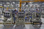 Schneider compte poursuivre ses gains de productivité en 2016