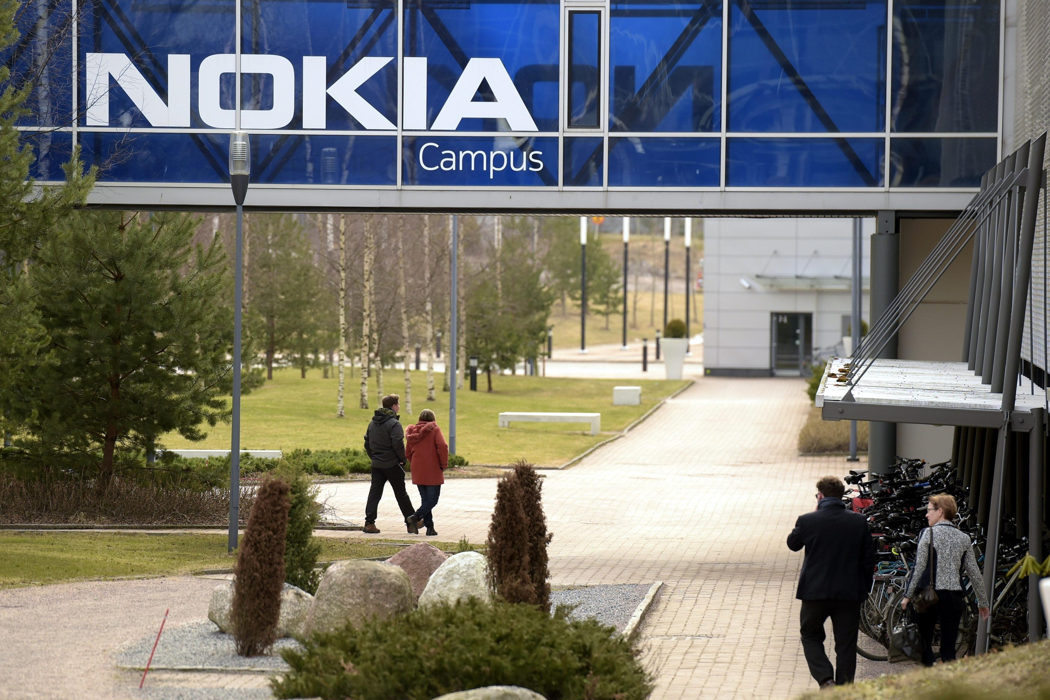 Nokia coupe dans ses effectifs, tient ses engagements en France