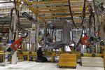 Bruxelles inflige une amende record aux constructeurs de camions
