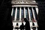 Wall Street : Wall Street ouvre en léger repli après la Fed, Facebook monte