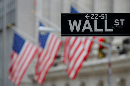 Wall Street : Wall Street termine sans grand changement, Apple baisse