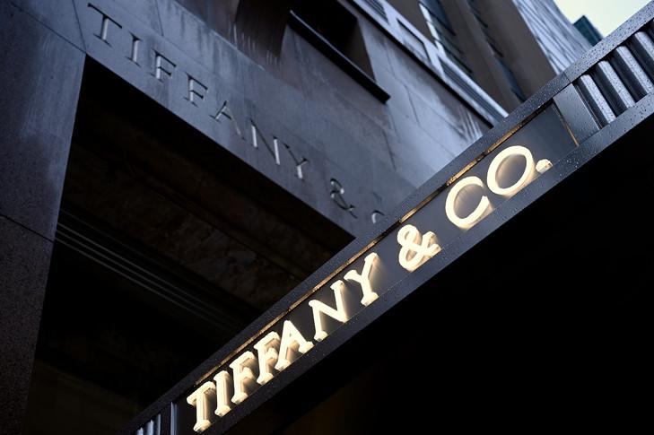 Lvmh : Le géant français du luxe relève son offre sur Tiffany, qui lui donne accès à ses comptes