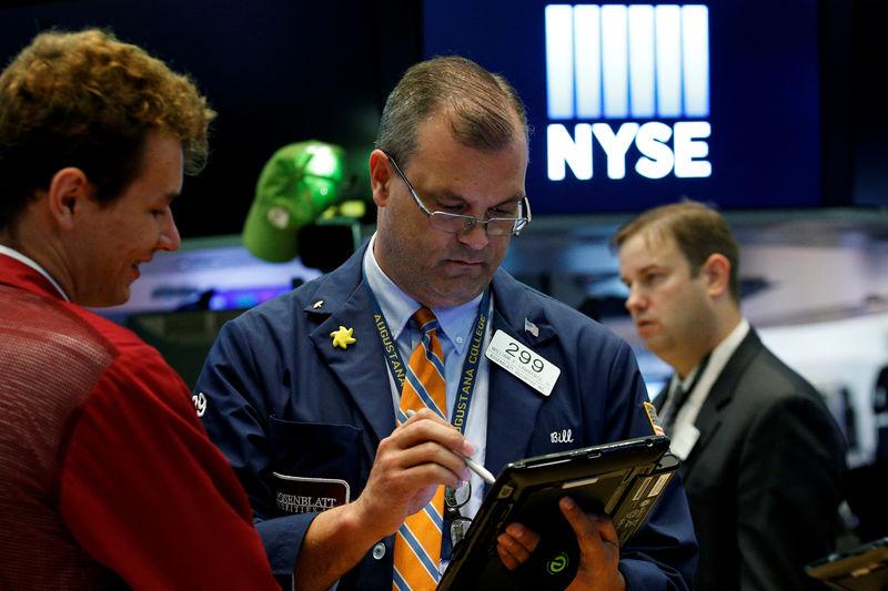 Des pertes limitées avec la faiblesse du dollar — Wall Street