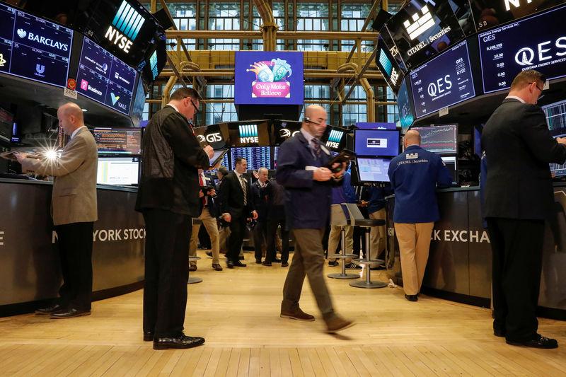 Chute spectaculaire des marchés financiers américains et européens — Crise financière