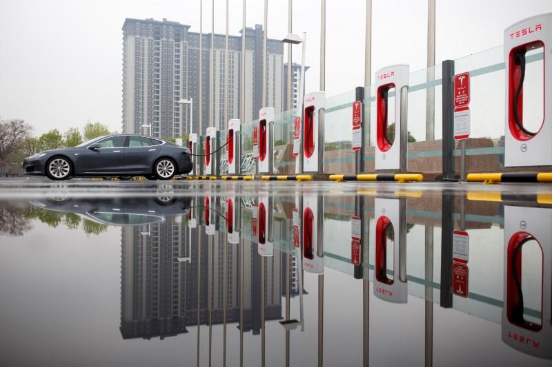Tesla : une gigantesque usine devrait voir le jour