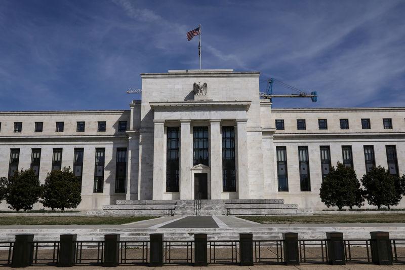 Trump reproche de nouveau à la Fed d'avoir relevé les taux