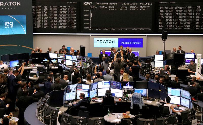Bourse: Traton (poids lourds Volkswagen) recule légèrement après l'IPO