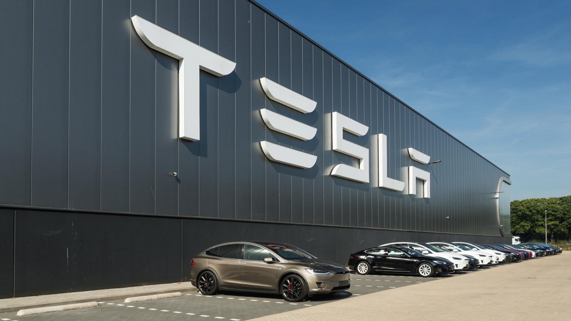 La com' par le LOL d'Elon Musk à l'épreuve de la correction de Tesla - BFM Bourse